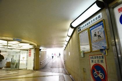 「近鉄百貨店」入口と、「奈良県橿原文化会館」への通路
